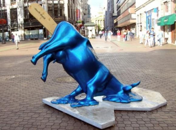 http://lancien.cowblog.fr/images/Animaux2/vacheBudapest.jpg