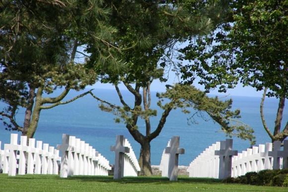 http://lancien.cowblog.fr/images/ArchitectureArt/18540649elecimetiereamericaindomahacolleville.jpg