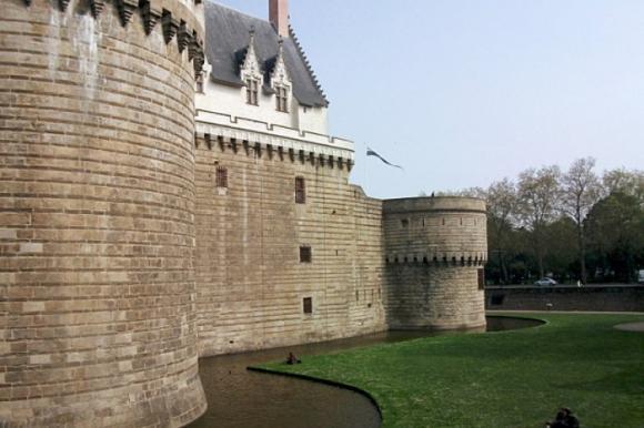 http://lancien.cowblog.fr/images/ArchitectureArt/185418414elechateauetmuseedesducsdebretagnenantes.jpg
