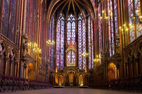 http://lancien.cowblog.fr/images/ArchitectureArt/185463415elasaintechapelleparis.jpg