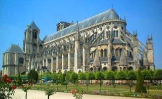 http://lancien.cowblog.fr/images/ArchitectureArt/Bourges1.jpg