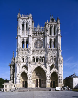 http://lancien.cowblog.fr/images/ArchitectureArt/CathedraleAmiens.jpg