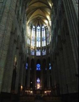 http://lancien.cowblog.fr/images/ArchitectureArt/beauvaisint.jpg
