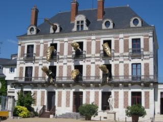 http://lancien.cowblog.fr/images/ArchitectureArt/maisondelamagieblois.jpg