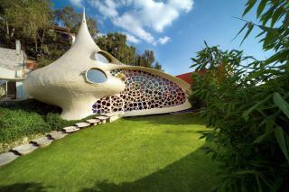 http://lancien.cowblog.fr/images/Artarchitecture2/10106959lamaisoncoquillage.jpg