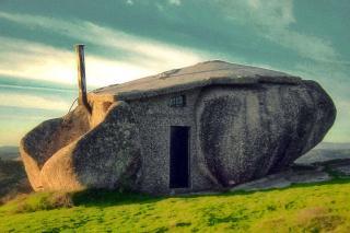 http://lancien.cowblog.fr/images/Artarchitecture2/10108161lamaisondepierre.jpg