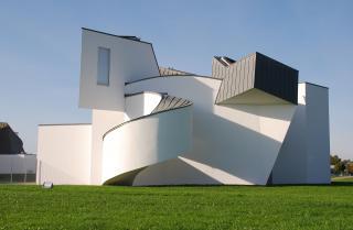 http://lancien.cowblog.fr/images/Artarchitecture2/2125979letonnantvitradesignmuseumaweilamrhein.jpg