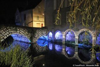 http://lancien.cowblog.fr/images/Artarchitecture2/Chartres2010FetedelaLumiere144.jpg