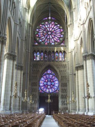 http://lancien.cowblog.fr/images/Artarchitecture2/ReimsCathedraleNotreDameinterior002.jpg