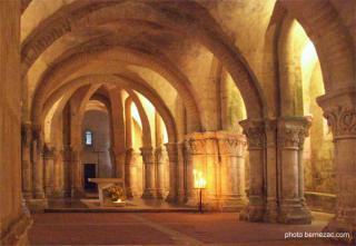 http://lancien.cowblog.fr/images/Artarchitecture2/SaintesStEutropecrypte10.jpg