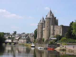 http://lancien.cowblog.fr/images/Bretagne/josselinbrittanymedievalmarkettown11gfw053380x285.jpg