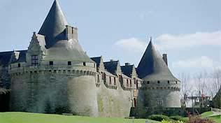 http://lancien.cowblog.fr/images/Bretagne2/chateaupontivy.jpg