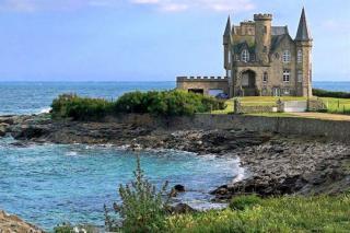 http://lancien.cowblog.fr/images/Bretagne2/chateauturpault510570.jpg