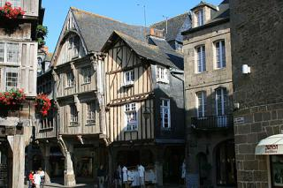 http://lancien.cowblog.fr/images/Bretagne2/dinan2.jpg