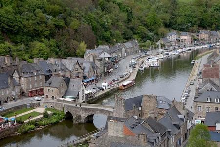 http://lancien.cowblog.fr/images/Bretagne2/dinanport1diapocrtpage1colonne.jpg