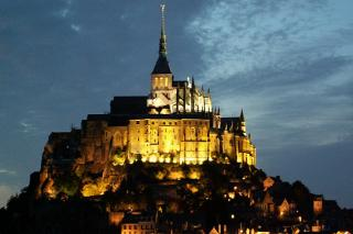 http://lancien.cowblog.fr/images/Paysages5/1864720lemontsaintmichel.jpg