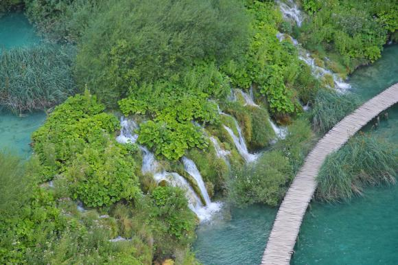 http://lancien.cowblog.fr/images/Paysages5/2117691chutesdeplitviceencroatie.jpg