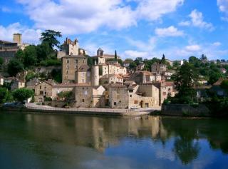 http://lancien.cowblog.fr/images/Paysages5/puyleveque7245puylevequevuedelautrerivedulot-copie-1.jpg