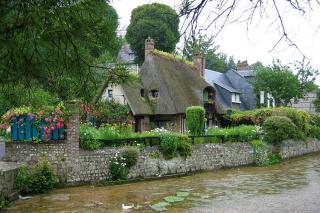 http://lancien.cowblog.fr/images/Paysages6/2519847veuleslesrosesetsesmoulinsaeau.jpg