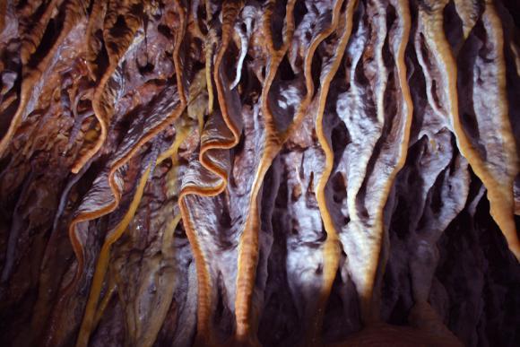 http://lancien.cowblog.fr/images/Paysages7/grottedargilan2.jpg